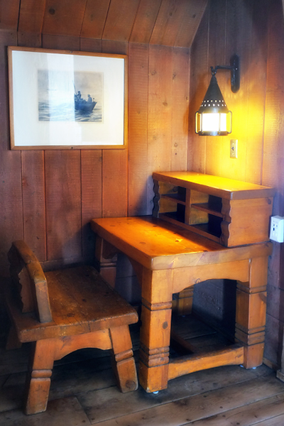 One of the cozy little nooks you find everywhere in the lodge.